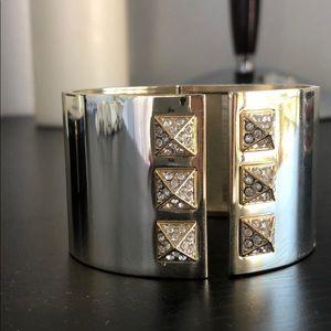 Jewelry - Stud gold bracelet